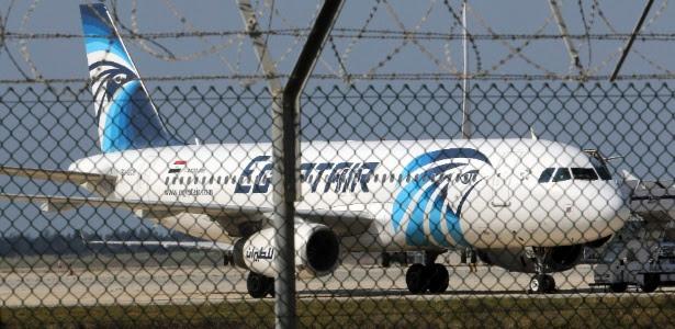 Passageiro com cinturão de explosivos obrigou desvio do avião