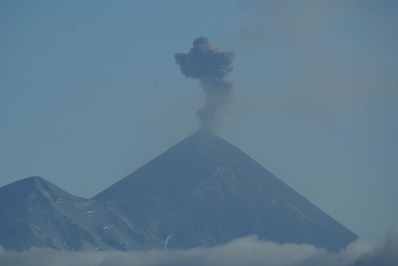 Activité explosive au volcan Pavlov