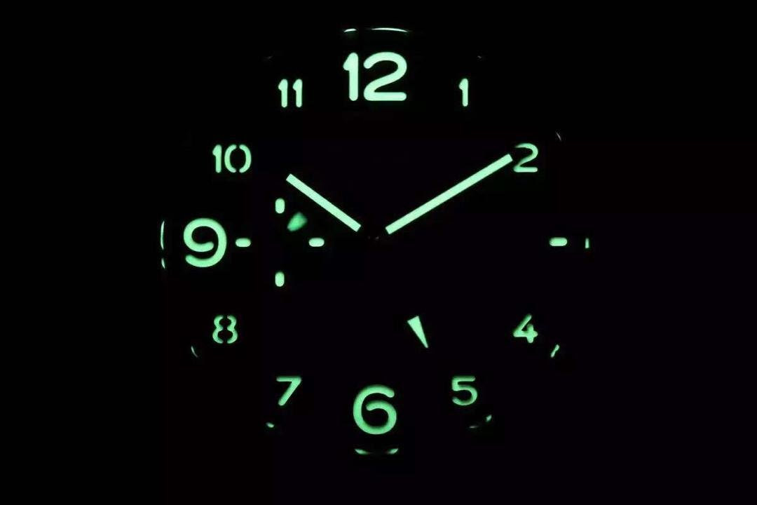 PAM 438 Dial Lume