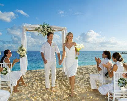 The perfect wedding setting .the beach ?   Mr & Mrs