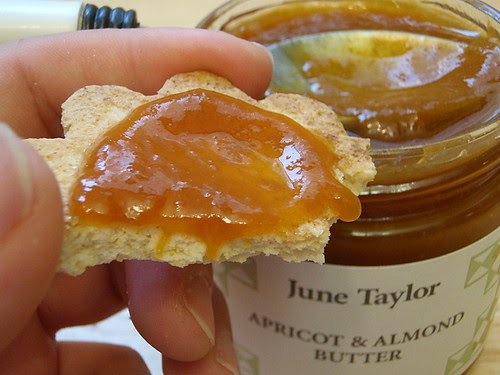 Topping with apricot & almond butter