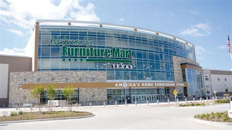 nebraska furniture mart poised  profit  warren buffet