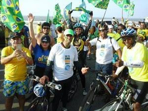 """Protesto foi organizado pelos movimentos """"Eu Te Amo, Meu Brasil"""" e """"Vem Pra Rua"""" (Foto: Márcia Carlile/G1 MA)"""