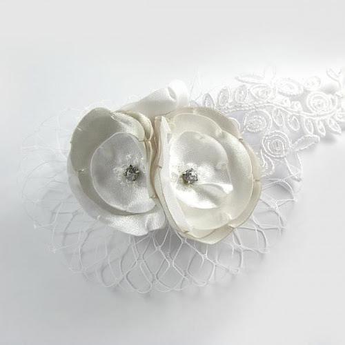 Ślubne kwiaty do włosów