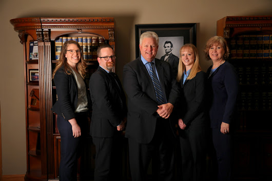 Divorce Attorney - Personal Injury Attorney