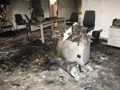 La mujer se prendió fuego en la oficina de Caja Rural de Almassora pasado el mediodía.- EFE