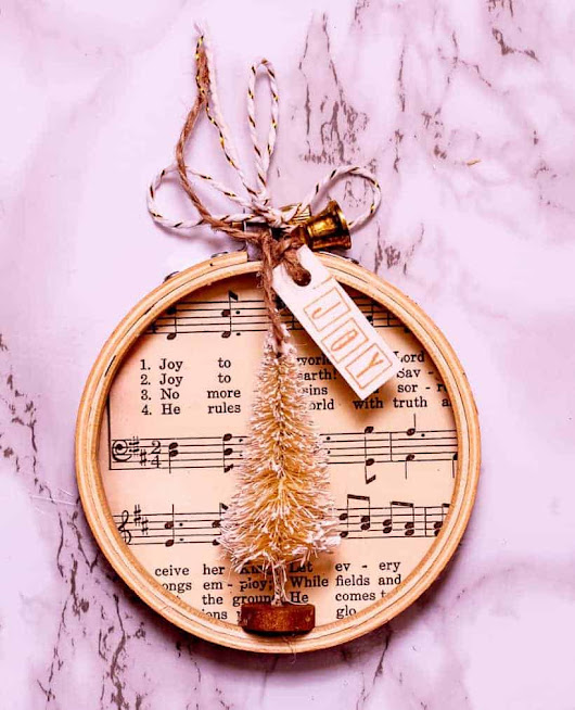 How To Make a Simple Embroidery Hoop Christmas Ornament | The How-To Home