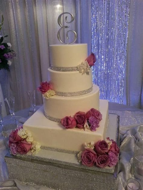 25  cute Rhinestone wedding cakes ideas on Pinterest