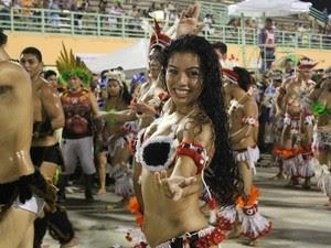 Dançarinos do Garantino animaram a festa (Foto: Marcos Dantas/G1 AM)