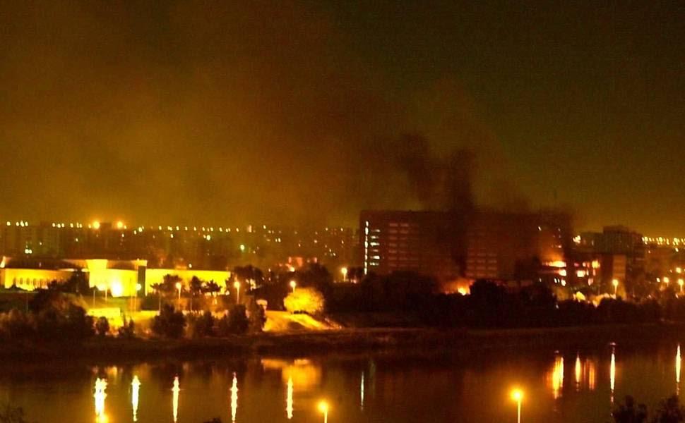 Mísseis atingem prédios do governo iraquiano ainda no começo dos bombardeios da coalizão anglo-americana ao Iraque