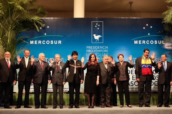 Las jefas y los jefes de Estado y de Gobierno reunidos en la Cumbre del Mercado Común del Sur (Mercosur) en Montevideo, Uruguay