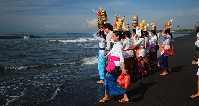 Hotel Bali Information: Avoid the culture shock when visiting Bali  The Colony Hotel Bali