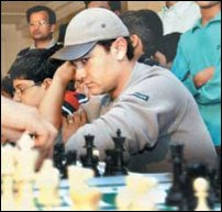 http://i.indiafm.com/img/news/06/mar/chess1.jpg