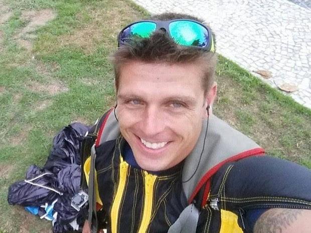 Fernando Brito está desaparecido desde ontem, quando pulou de wingsuit (Foto: Reprodução / Redes Sociais)
