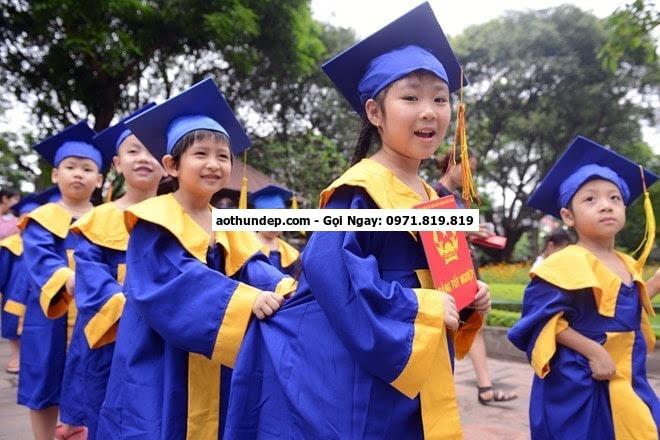 thuê áo tốt nghiệp đại học tphcm