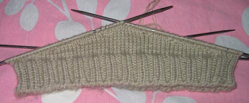http://craft-craft.net/wp-content/uploads/2012/01/cabled-beret-women-knitting-patterns-craft-craft-32529334140739125383.jpg