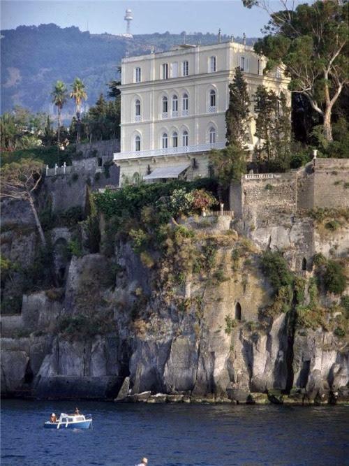 "laragosta: ""Neoclassical villa Sorrento. """