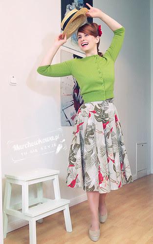 blog krawiecki, szycie, marchewkowa, DIY, przeróbka spódnicy z koła, bawełna, sweter Top Secret, Buty Vagabond Gaga, Schaffashoes, kwiat, spinka H&M, tiul, halka, retro, 50s, tukany, palmy, liście