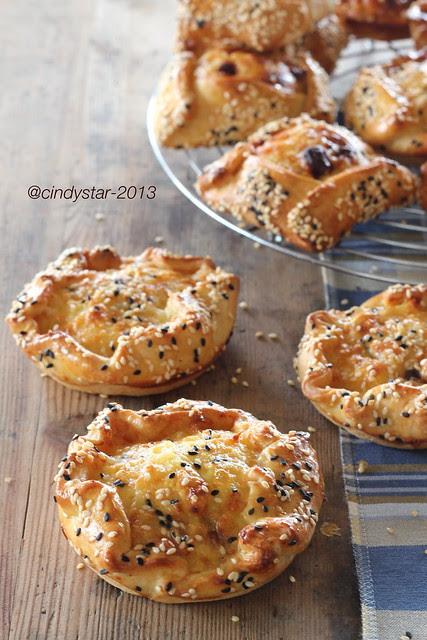 flaounes-focaccine formaggio-cypriot easter bread