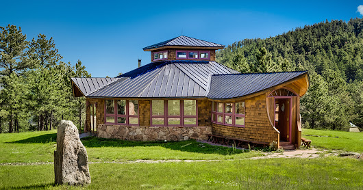 Remote Meditation Retreat With Rocky Mountain Views – House of the Week
