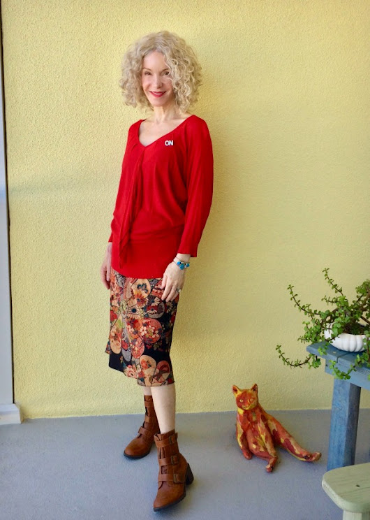 "Bold Holiday Red Is ""On"": Vis Monday Link-Up - Not Dead Yet Style"