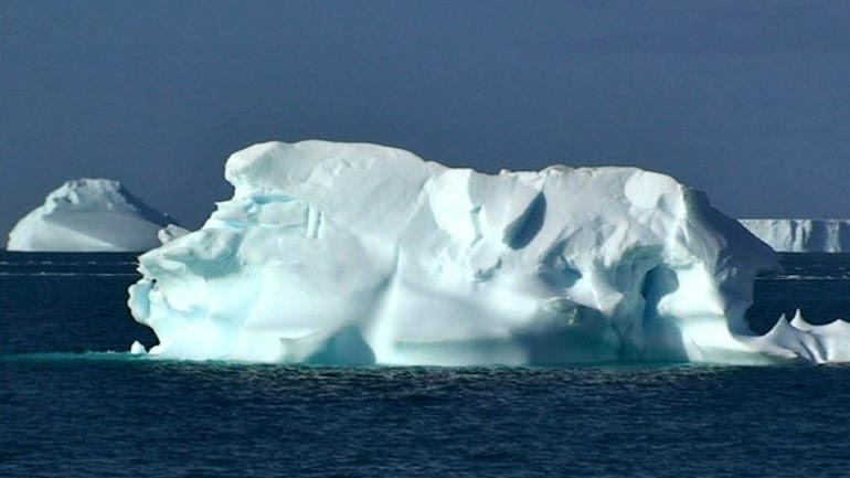 Tα Αραβικά Εμιράτα θέλουν να ρυμουλκήσουν παγόβουνο από την Ανταρκτική