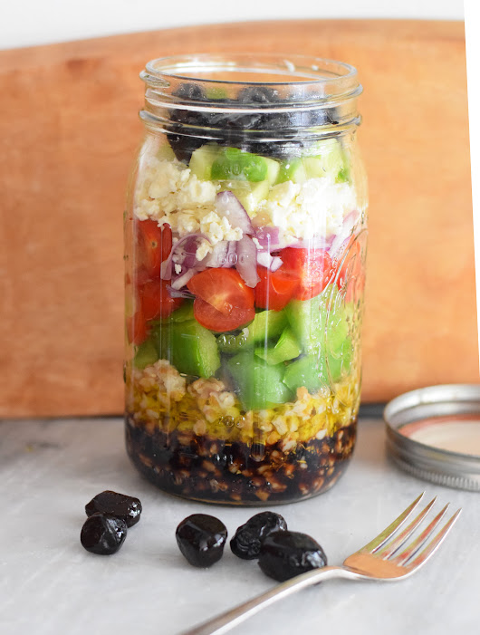 6 Easy and Filling Salads You Can Fit into a Mason Jar