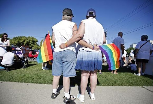 Gay marriage cases await early decision by U.S. Supreme Court