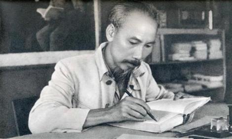 "Ho Chi Minh, ""Ho Sang Pencerah Vietnam"""