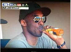 Kobe sippin' a beer and watching the baseball game : nba