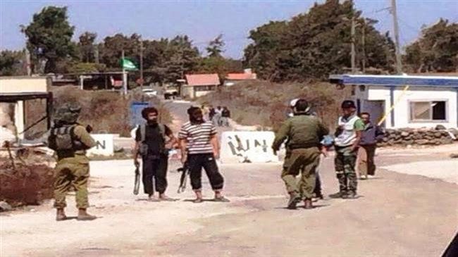 A photo from the Israel, Syrian border along the Golan Heights showing IDF soldiers conversing with Jabhat al Nusra fighters.