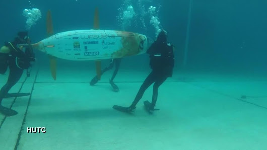 Human-powered submarines race it out in UK pool | Reuters.com