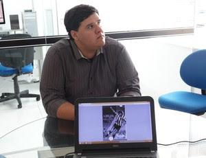 Luan Xavier, escritor da biografia de Marinho Chagas (Foto: Ferreira Neto/GloboEsporte.com)