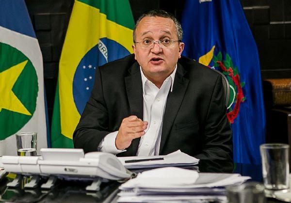 Desvio de Collor parece dinheiro de café comparado à Petrobras, diz Taques à Veja