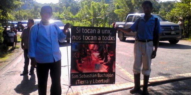 Ejido Bachajó cierra tramo Palenque-Ocosingo, exige libertad de presos políticos