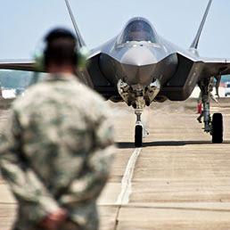 Caccia F-35: tutti i paradossi di un aereo che costerà all'Italia 14,3 miliardi (2,5 già spesi)