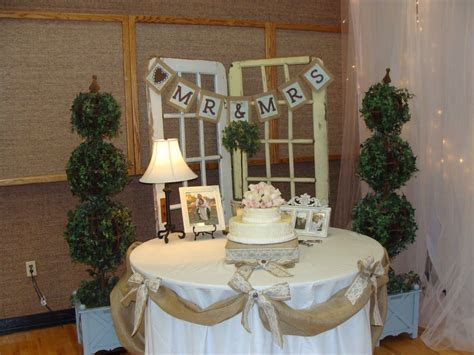 wedding cakes with burlap and lace   burlap sign that went