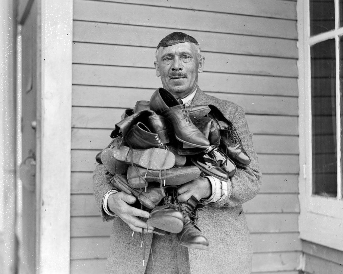 Como uma família com 13 filhos era empilhada em um carro em 1925 17