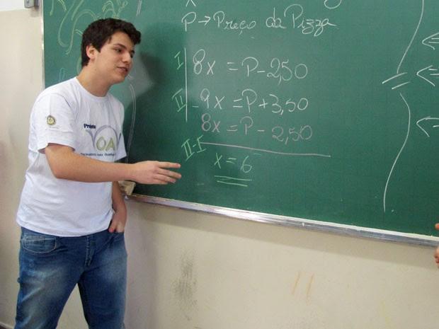 Henrique Vaz foi o criador do VOA, projeto que incentiva a participação de alunos de escolas públicas em olimpíadas (Foto: Vanessa Fajardo/ G1)