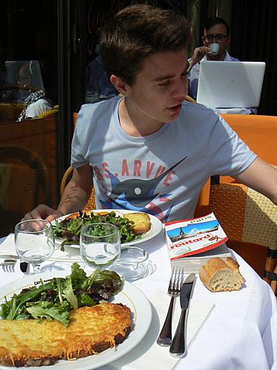 paul au café Gambetta.jpg