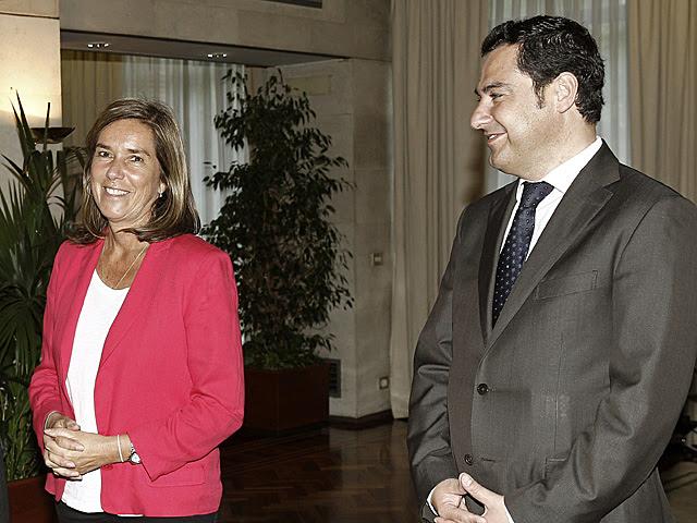 La ministra de Igualdad, Ana Mato, junto al Secretario de Estado de Sanidad, Juan Manuel Moreno. | Ballesteros / Efe