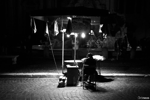 La solitudine del castagnaro - Piazza Navona, Roma by Archineos