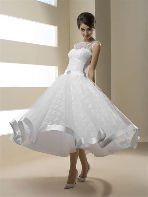 2016 Vintage Lace Short A Line Wedding Dresses Illusion