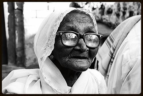 Bhatakte Bhatakte Ya Zindar Madar Shah Baba Tere Dar Pe Aiee Hoon by firoze shakir photographerno1