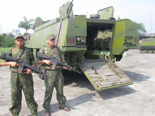 Um dos blidados da Marinha que será usado na operação (Foto: Fabrício Costa/G1)