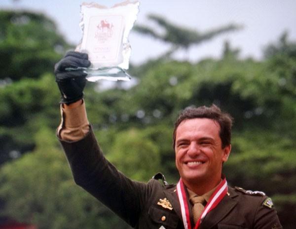 Théo comemora a vitória no campeonato de hipismo  (Foto: Salve Jorge/ TV Globo)