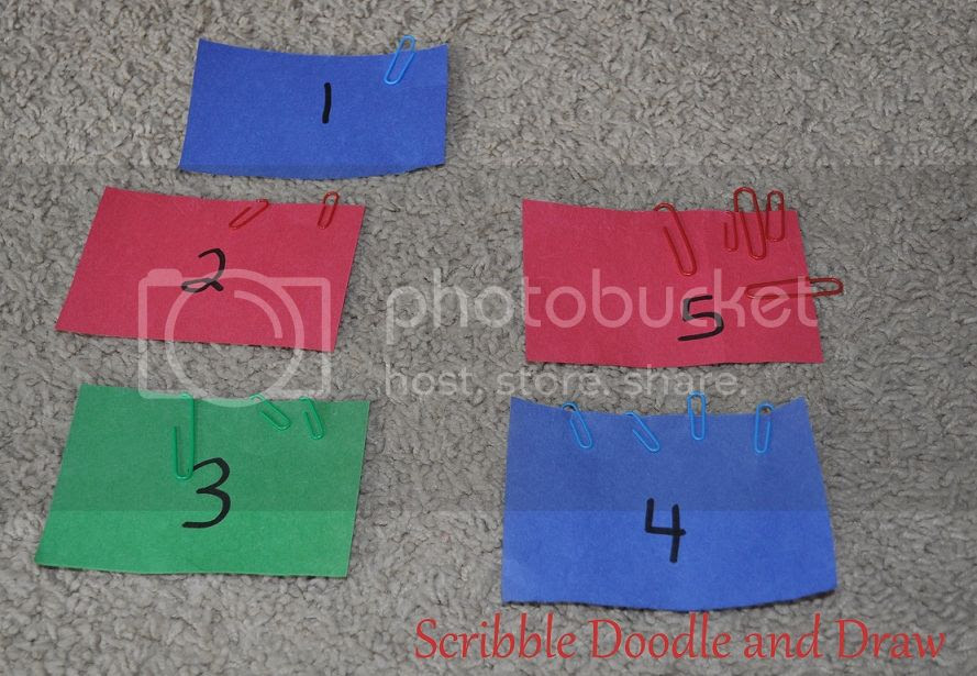 Learn to count with numbers and paperclips