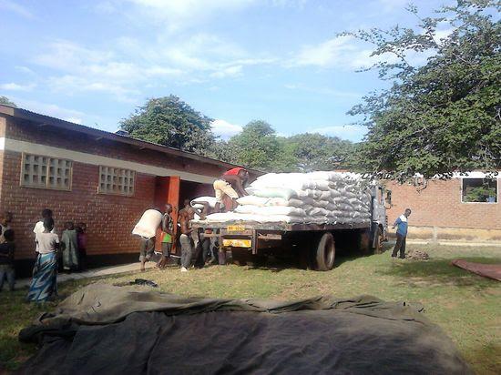 Hambruna Malawi distribución comida IMG-20160227-WA0004