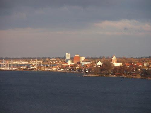 Blick über Binnensee auf Heiligenhafen