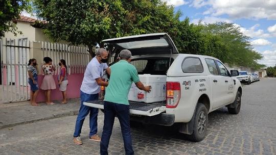 Equipe da Sesab entrega vacina contra Covid-19 em Santaluz | Foto: Reprodução
